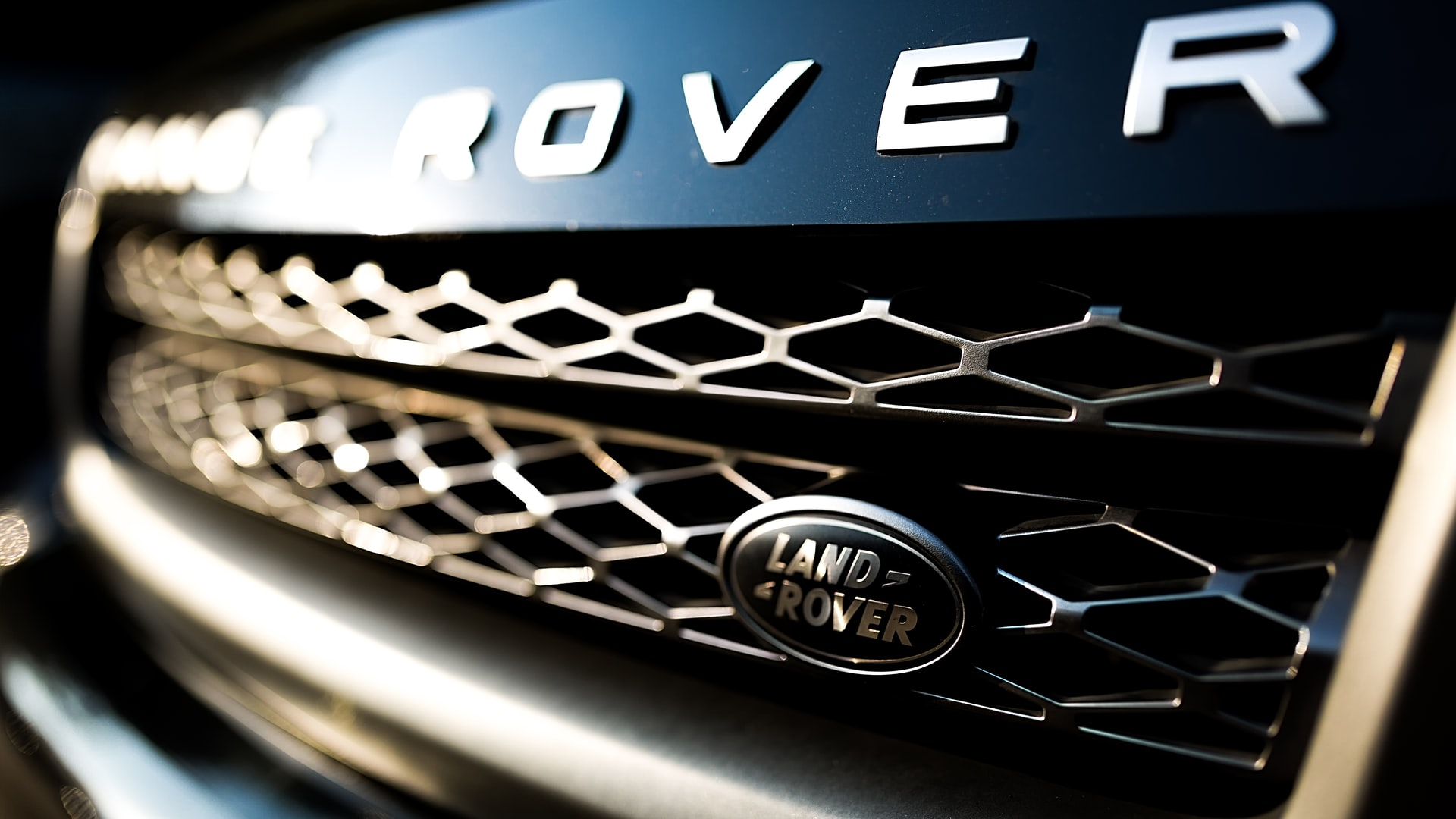 You are currently viewing Land Rover Recalls More Than 111,000 SUVs Due to a Potential Fuel Leak